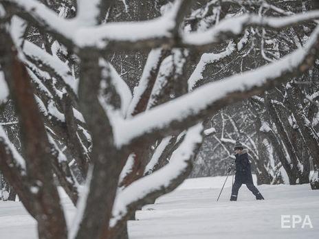 Волонтеры хотели помочь убрать снег, но лопат на всех не хватило