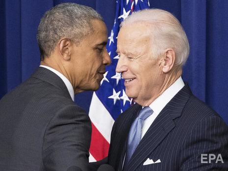 Обама (слева) обратился к Байдену (справа) за несколько часов до инаугурации