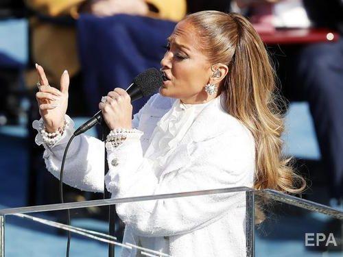 Лопес в белом наряде во время выступления на инаугурации Байдена прокричала фразу на испанском языке. Фото, видео