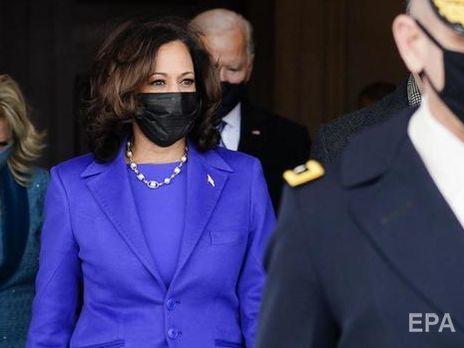 Харрис является первой женщиной, первой афроамериканкой и первым человеком южноазиатского происхождения на посту вице-президента США
