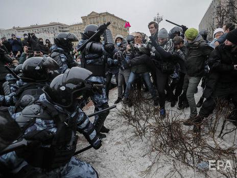 Силовики б'ють протестувальників у Москві