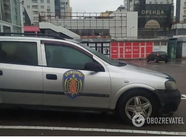 В Киеве обнаружили автомобиль с эмблемой спецподразделения ФСБ России. О нем сообщили в СБУ – СМИ