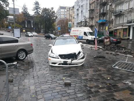 ВКиеве авто влетело впамятник герою «Небесной сотни», есть пострадавшие