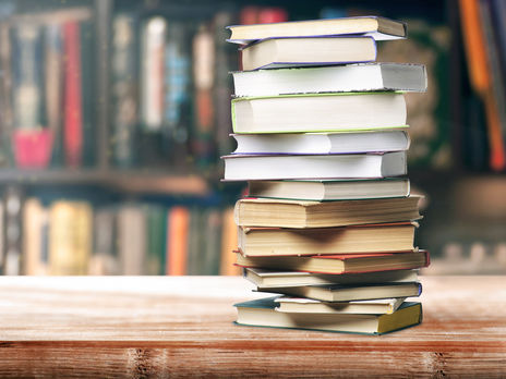 Із 2017 року Держкомтелерадіо заборонив ввезення в Україну низки книжок російських видавництв
