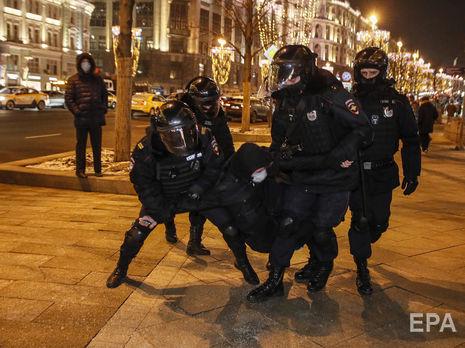 В России 2 февраля силовики задержали 1054 человека