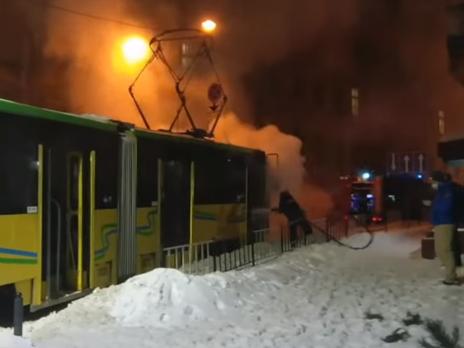 Пожар в трамвае вспыхнул из-за возгорания высоковольтного щита в кабине водителя