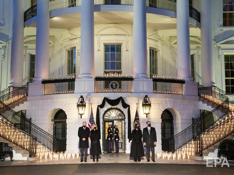 У Білому домі вшанували пам'ять жертв коронавірусу хвилиною мовчання