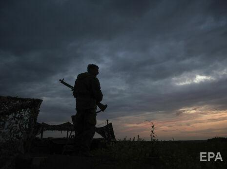 Раненого украинского военного доставили в медучреждение