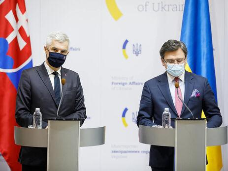 Корчок (на фото слева) отметил, что недавно был в Киеве