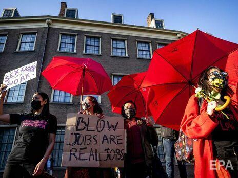 Секс-працівники в Гаазі вимагають дозволити їм працювати