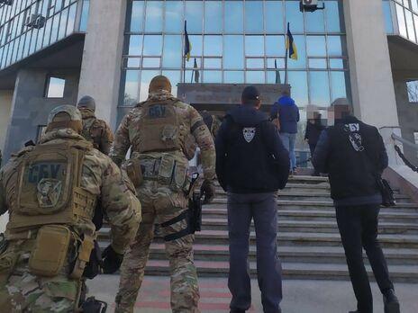 Действия должностных лиц могли повредить обороноспособности государства, считают в СБУ