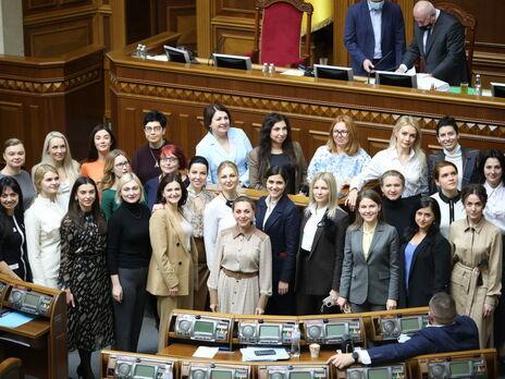 """У """"Слузі народу"""" зазначили, що в теперішньому скликанні Верховної Ради найбільша кількість жінок протягом періоду незалежності України 20,8%"""