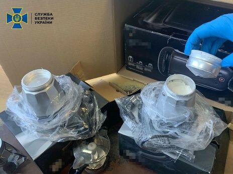 Наркотики скрывали внутри бытового устройства