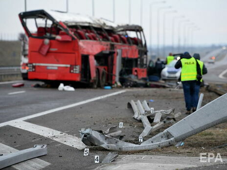 """Автобус """"Познань Херсон"""" із 57 українцями потрапив у ДТП у Польщі, п'ятеро людей загинули"""