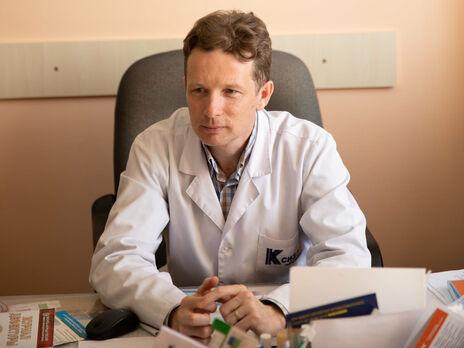 Украинцев будут прививать тем препаратом от COVID-19, который будет в наличии на момент вакцинации, отметил Колесник