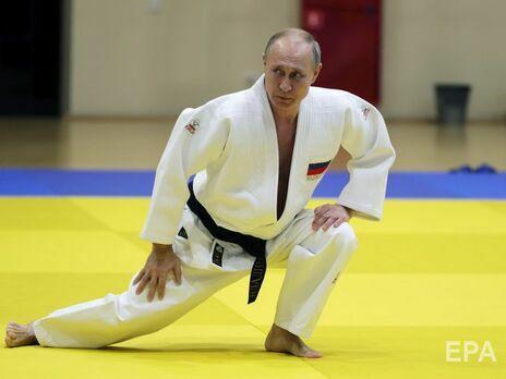 Путин имеет звание мастера спорта по самбо и дзюдо