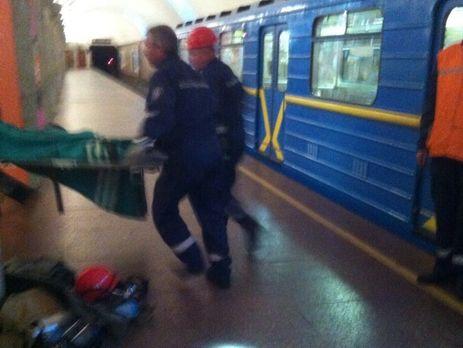 ГПМСЦ спасли мужчину, что внетрезвом виде упал напути метро