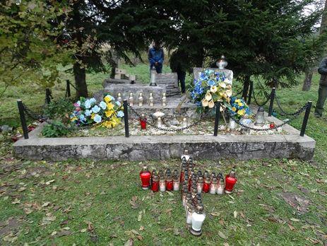 Польша осудила разрушение монументов солдатам УПА