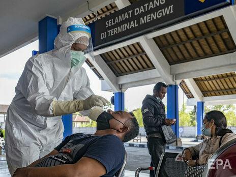 В аэропорту Индонезии тестирование на коронавирус делали уже использованными наборами