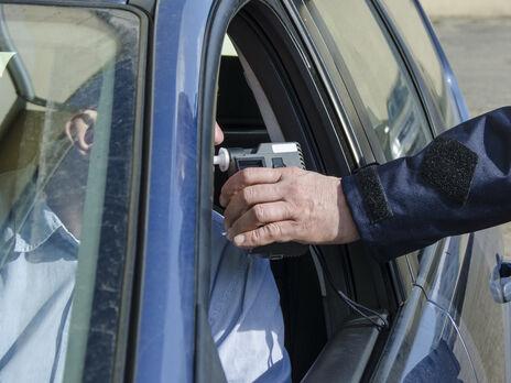В Одессе пьяный водитель, пытаясь сбежать от патрульных, устроил гонки и повредил девять автомобилей – полиция