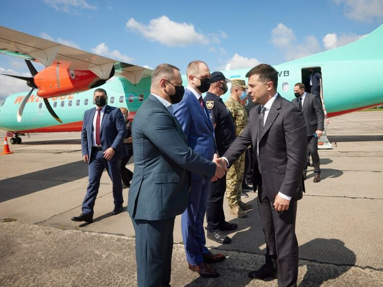 Зеленский отправился в рабочую поездку в Кривой Рог на рейсовом самолете – Офис президента