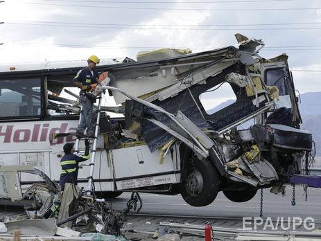 ВКалифорнии автобус столкнулся сгрузовиком, 7 человек погибли