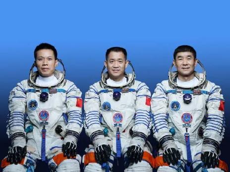 КНР  запустил «Шэньчжоу-12» к собственной  строящейся орбитальной станции