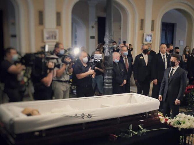 В Киеве похоронили Григория Чапкиса. Попрощаться с хореографом приехал Зеленский. Фоторепортаж