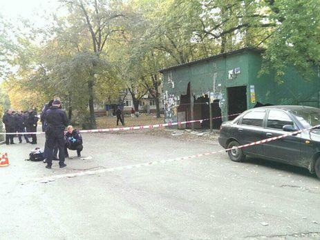 ВКиеве мужчина пытался стрелять попатрульным, однако попал васфальт