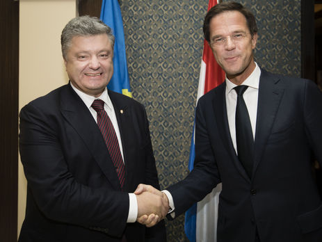 Порошенко иРютте обсудили «приемлемый» вариант разблокирования ратификации Соглашения обассоциации