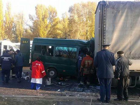 ВДнепре в итоге столкновения грузового автомобиля имаршрутки пострадали 11 человек