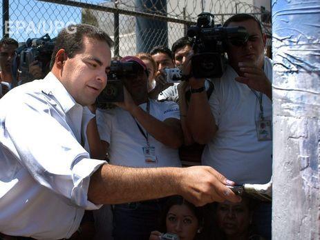 Прежний президент Сальвадора попал зарешетку