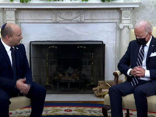На встрече с премьером Израиля Байден закрыл глаза. Некоторые решили, что глава Белого дома спит. Видео