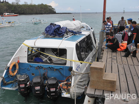 Как минимум 21 человека погибли в итоге крушения судна вИндонезии