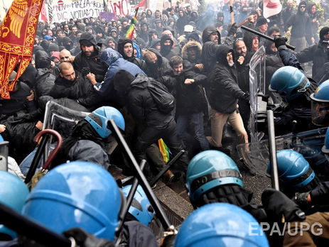 ВоФлоренции встолкновениях сдемонстрантами пострадали трое полицейских