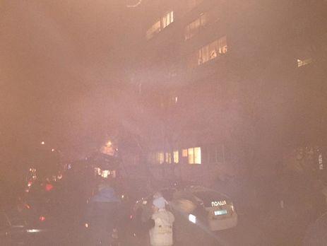 Полиция и пожарные оперативно подъехали к доме, где произошло ЧП
