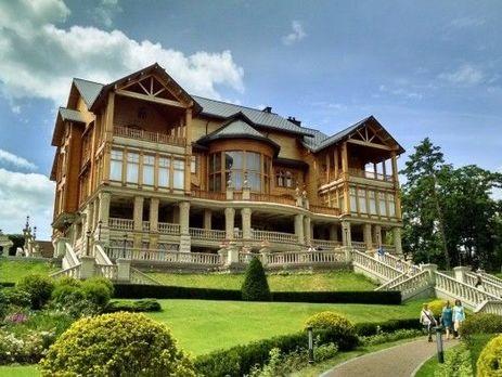 Суд арестовал недвижимость Януковича вМежигорье
