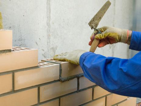 Намужчину упала бетонная конструкция— катастрофа настройплощадке