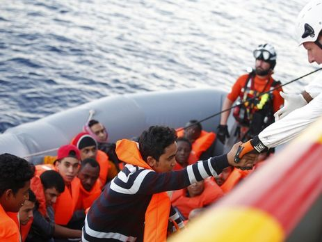 ВСредиземном море утонули несколько десятков беженцев