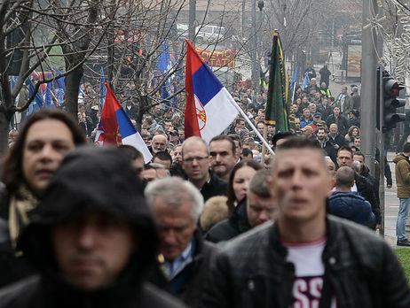 ВСербии впервые протестовали военные