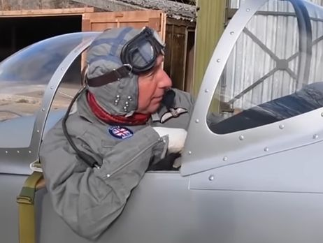 Англичанин собрал вгараже рабочую модель истребителя времен 2-ой мировой войны