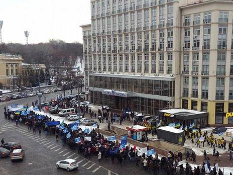 Вцентре больше тысячи человек, скандируют «Мынешатуны»— Митинг вКиеве