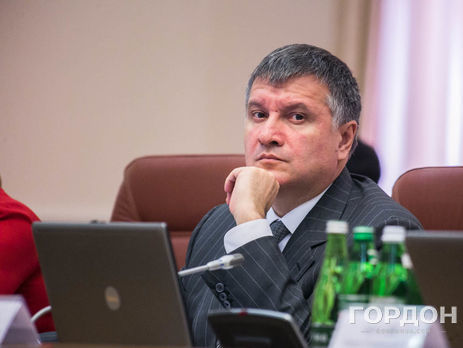 Аваков объявил, что вквартире-схроне Азарова найдено «много интересных документов»