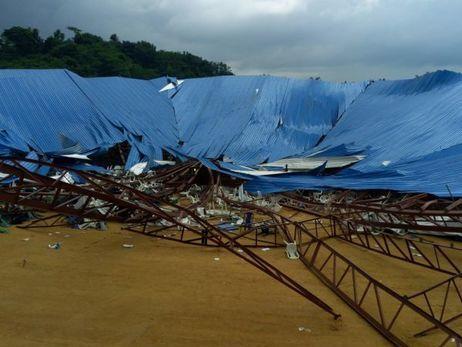 При обрушении крыши церкви вНигерии погибли поменьшей мере 60 человек
