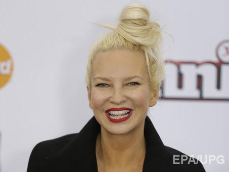 Sia записала песню The Greatest вместе с Кендриком Ламаром. В...