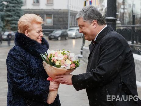 Грибаускайте считает что коррупция нанесла Украине вреда больше  Грибаускайте сегодня прибыла в Киев