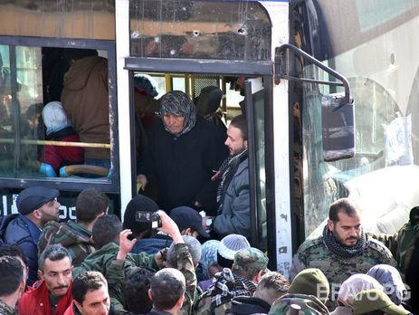Русские военные грабят людей навыезде сАлеппо