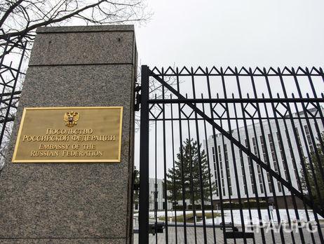 Самолет свысланными изсоедененных штатов дипломатамиРФ приземлился в столице