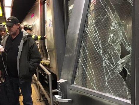 ВНью-Йорке сошел срельс поезд: пострадали практически  сто человек