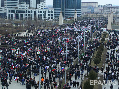 Власти Чечни поведали омноготысячном митинге противИГ вцентре Грозного